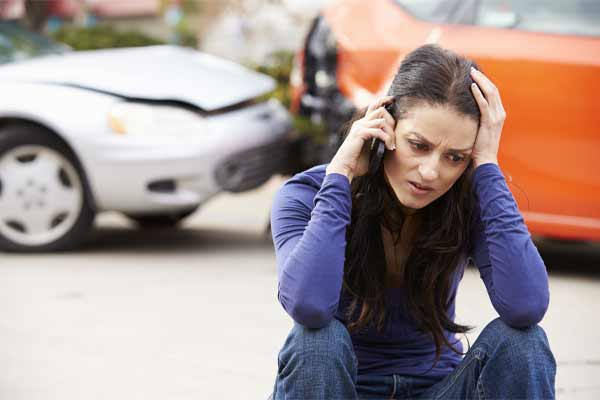 A woman calling an attorney after an accident with an uninsured motorist