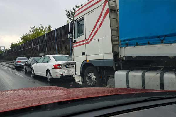 Who Can Be Sued in a Truck Accident?